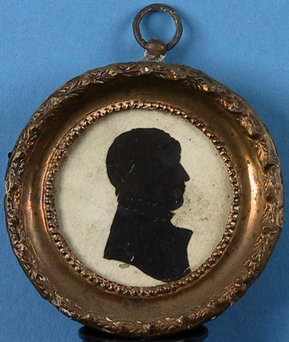 Portrett av kaptein Alking, Yngre mann, høyrevendt med stiplet krage. Avskåret over brystet
