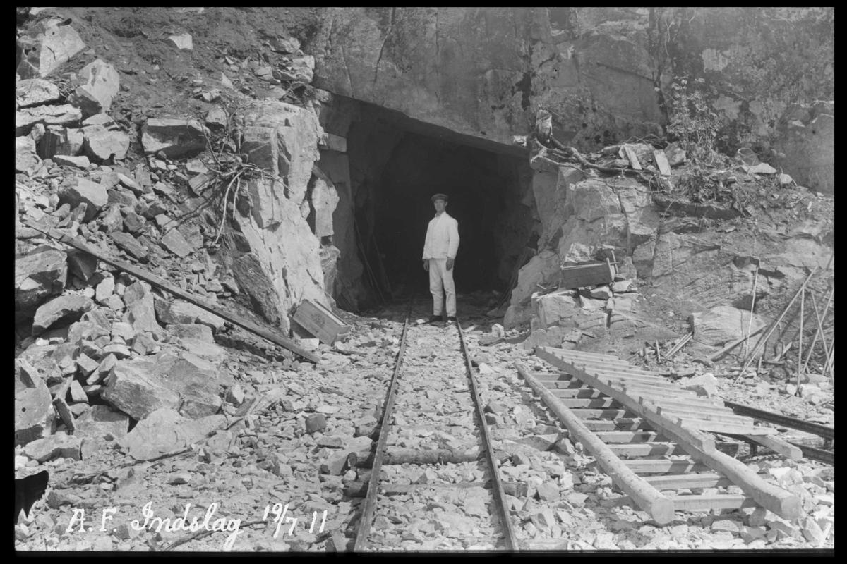 Arendal Fossekompani i begynnelsen av 1900-tallet CD merket 0470, Bilde: 8 Sted: Haugsjå Beskrivelse: Tunnelinnslag nr. 2