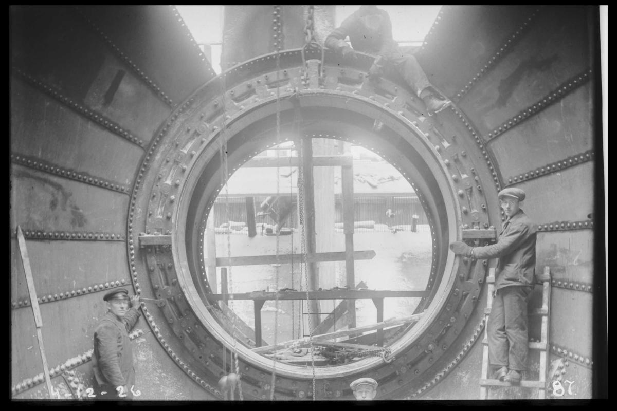 Arendal Fossekompani i begynnelsen av 1900-tallet CD merket 0470, Bilde: 57 Sted: Flaten Beskrivelse: Turbinmontasje