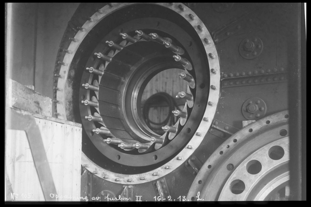 Arendal Fossekompani i begynnelsen av 1900-tallet CD merket 0470, Bilde: 95 Sted: Bøylefoss Beskrivelse: Turbinmontasje