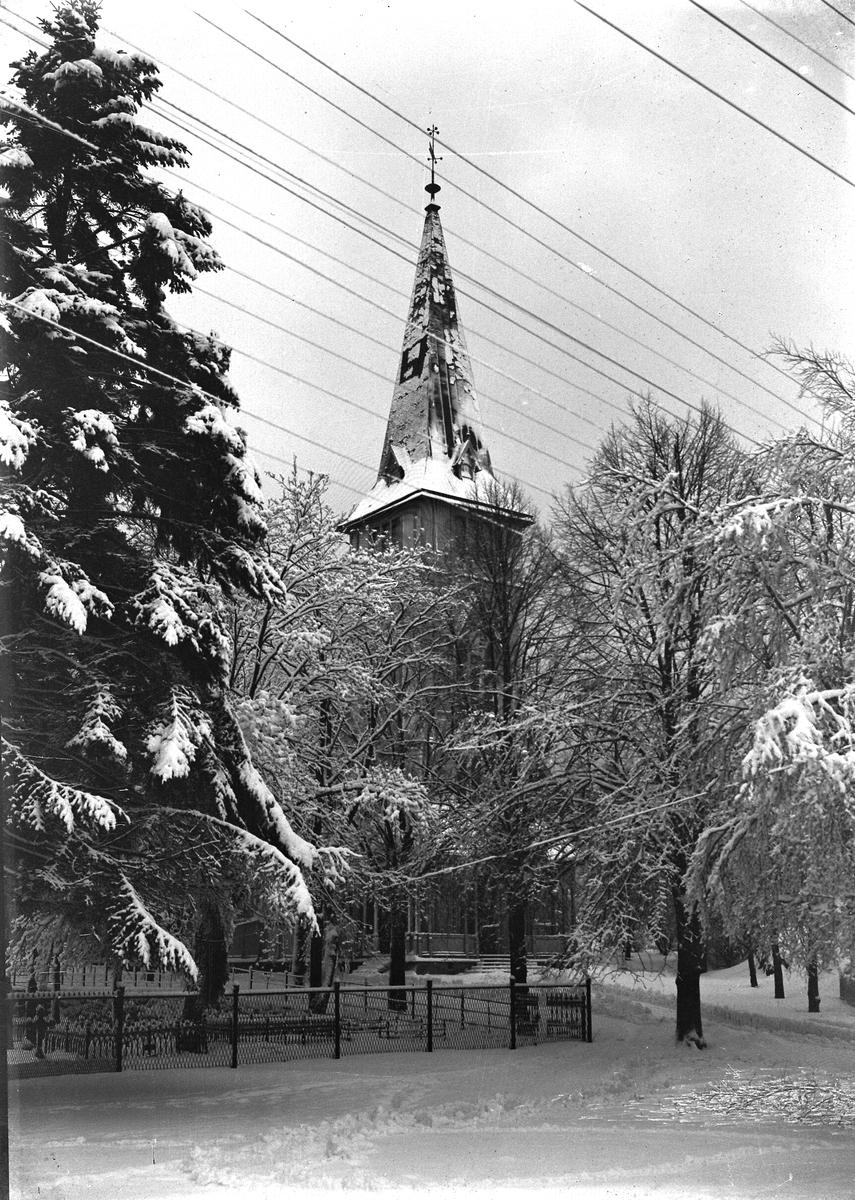 Grimstad kirke sett fra vest-siden