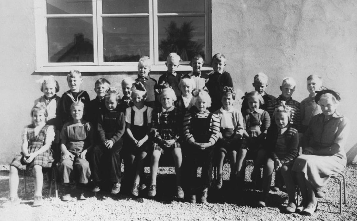 1. klasse Ski skole. Lærer fru Slagstad