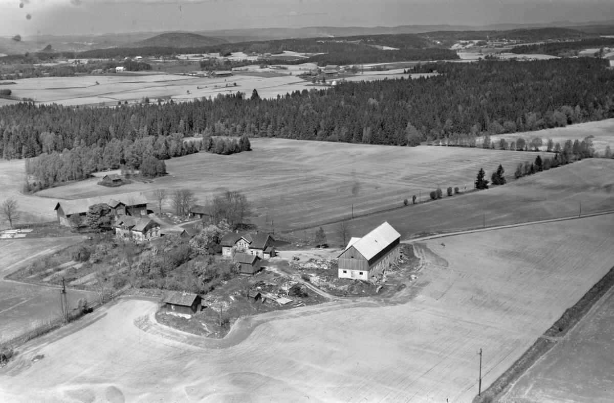 ØSTRE SKOG (til høyre) og VESTRE SKOG GÅRD (til venstre)