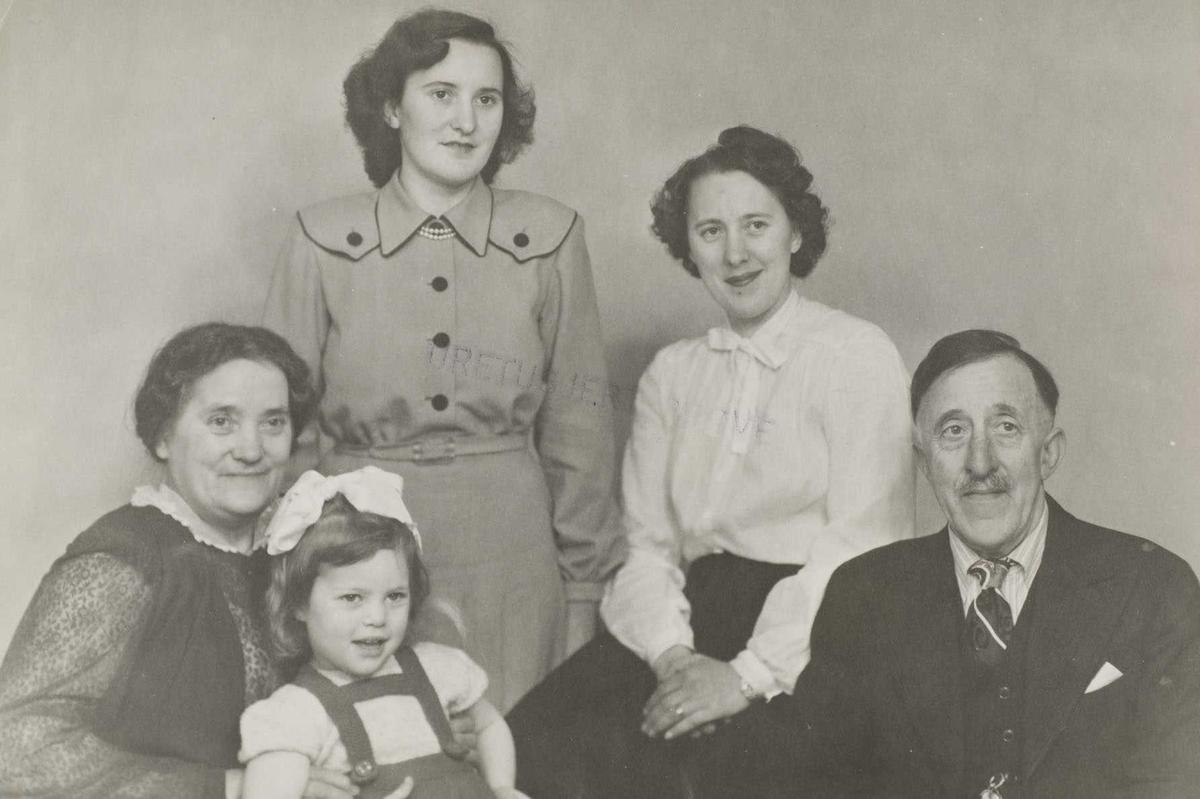 Familiebilde Av Fam Iversen Vestli Søndre Høland Akershusbasen