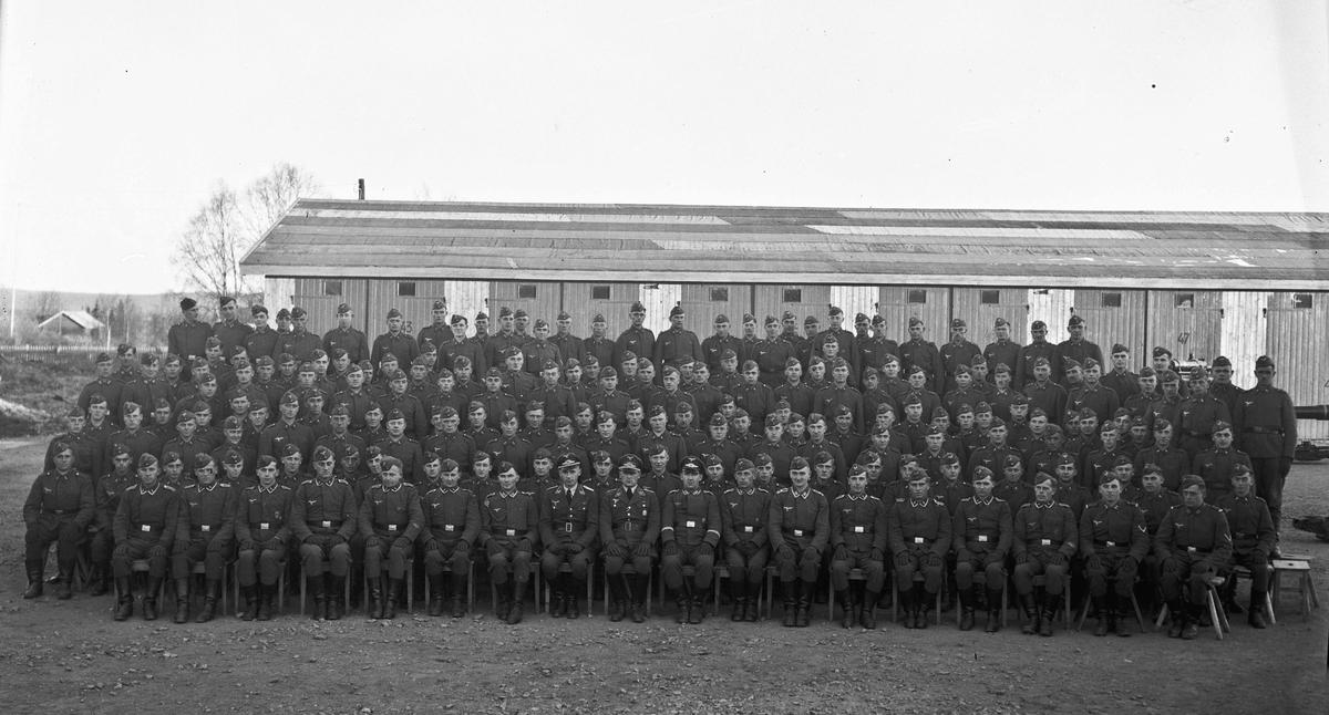 Samling tyske soldater - i Myhrer - leiren.