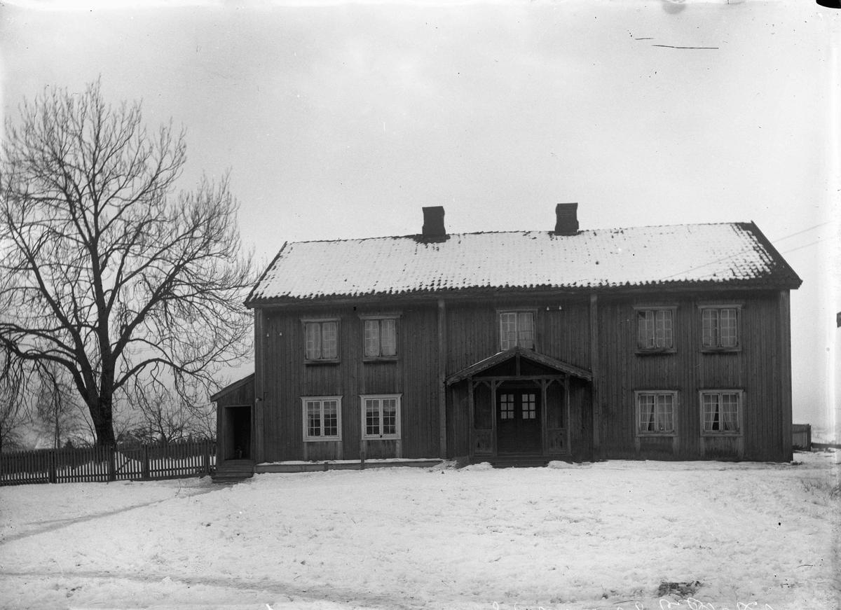 Gården til Peder Weng, Elstad