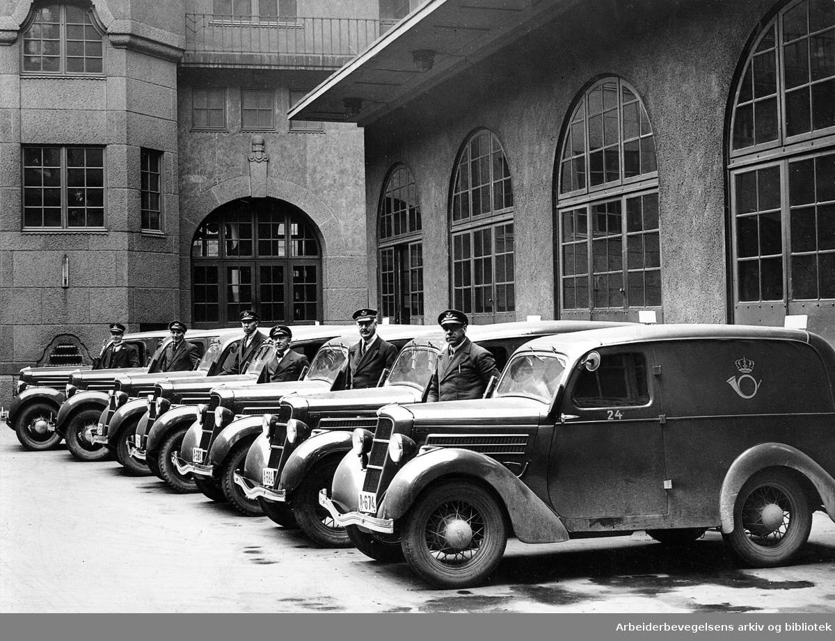 Fremvisning av de nye bilene til Oslo Postkontors bilpark,.1939