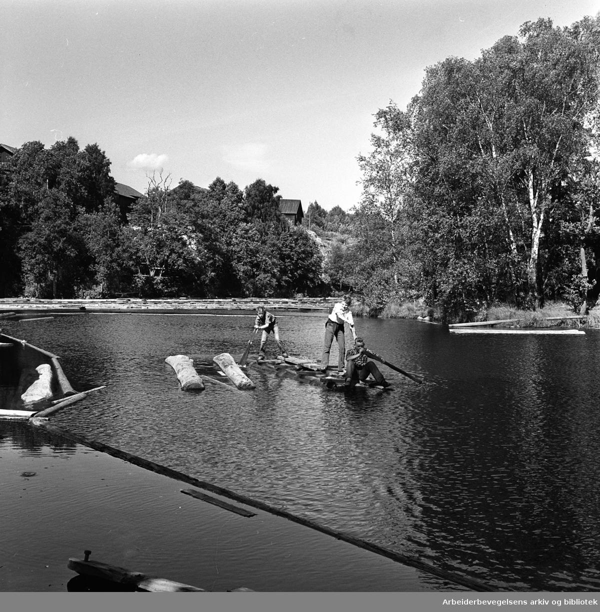"""Badeliv ved """"Stilla"""" i Nydalen, .juli 1961."""