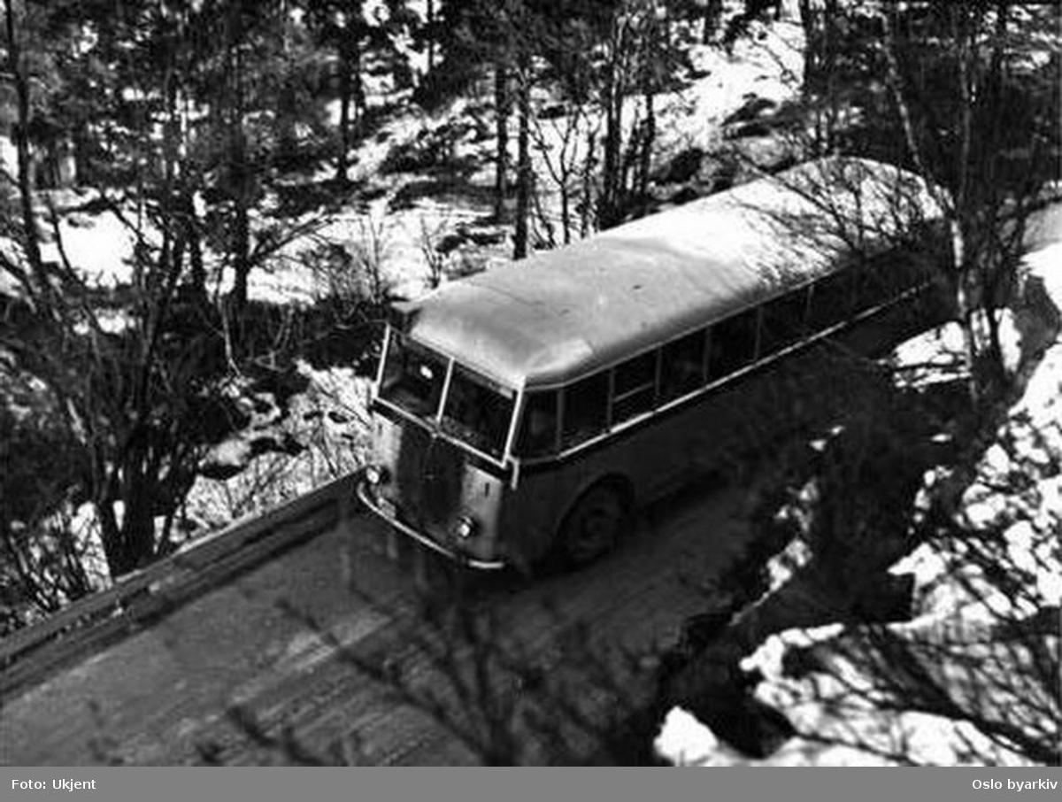 En av Ekebergbanens busser, type C-4051 (3.) linje 71 i Svartdalsveien.