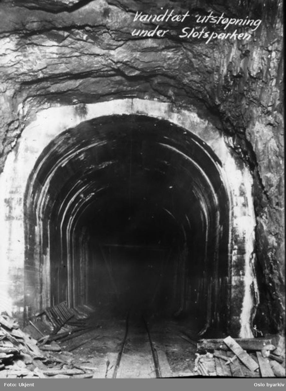 Holmenkollbanen, selskapet for anleggelsen av banen ble opprettet i 1898. Foto viser et stykke av den nye tunnelen som skulle frakte tunnelbanen under Majorstuen og ander deler av sentrum. Betongelementene skulle sørge for å hindre at tunnelene visse steder skulle bli fylt av vann.