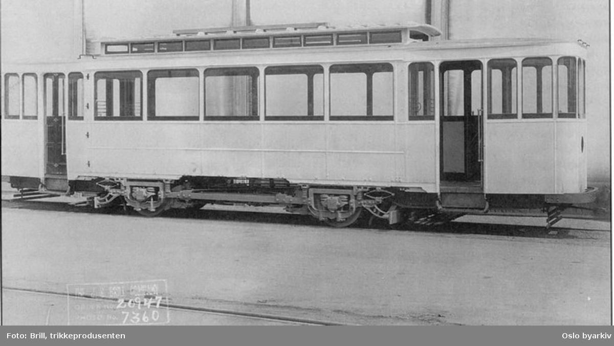 """Trikk motorvogn til Grønntrikken type Brill nr. 155, senere nr. 539, leveransefoto i USA med Brill understell type """"Radiax."""" Utrangert 1966."""