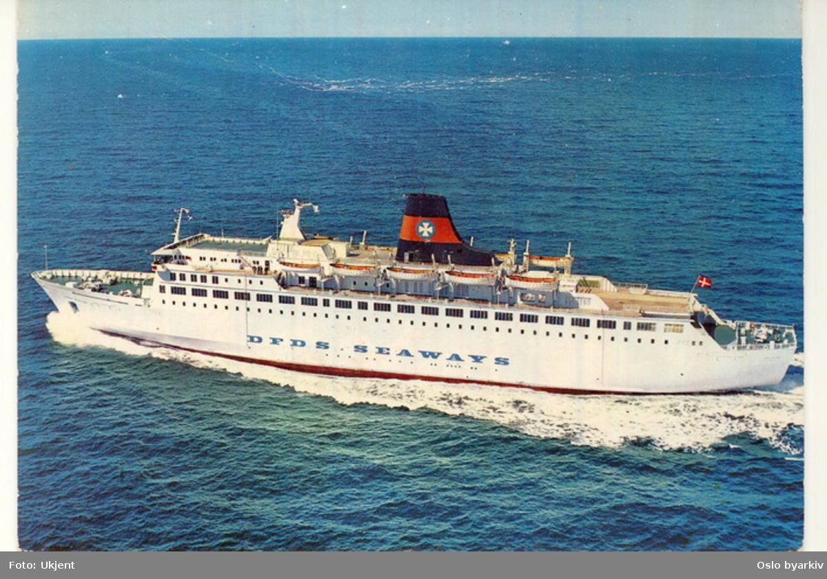 Danskebåten, M/S Dana Regina, rederiet DFDS SEAWAYS, i åpent farvann. Postkort.