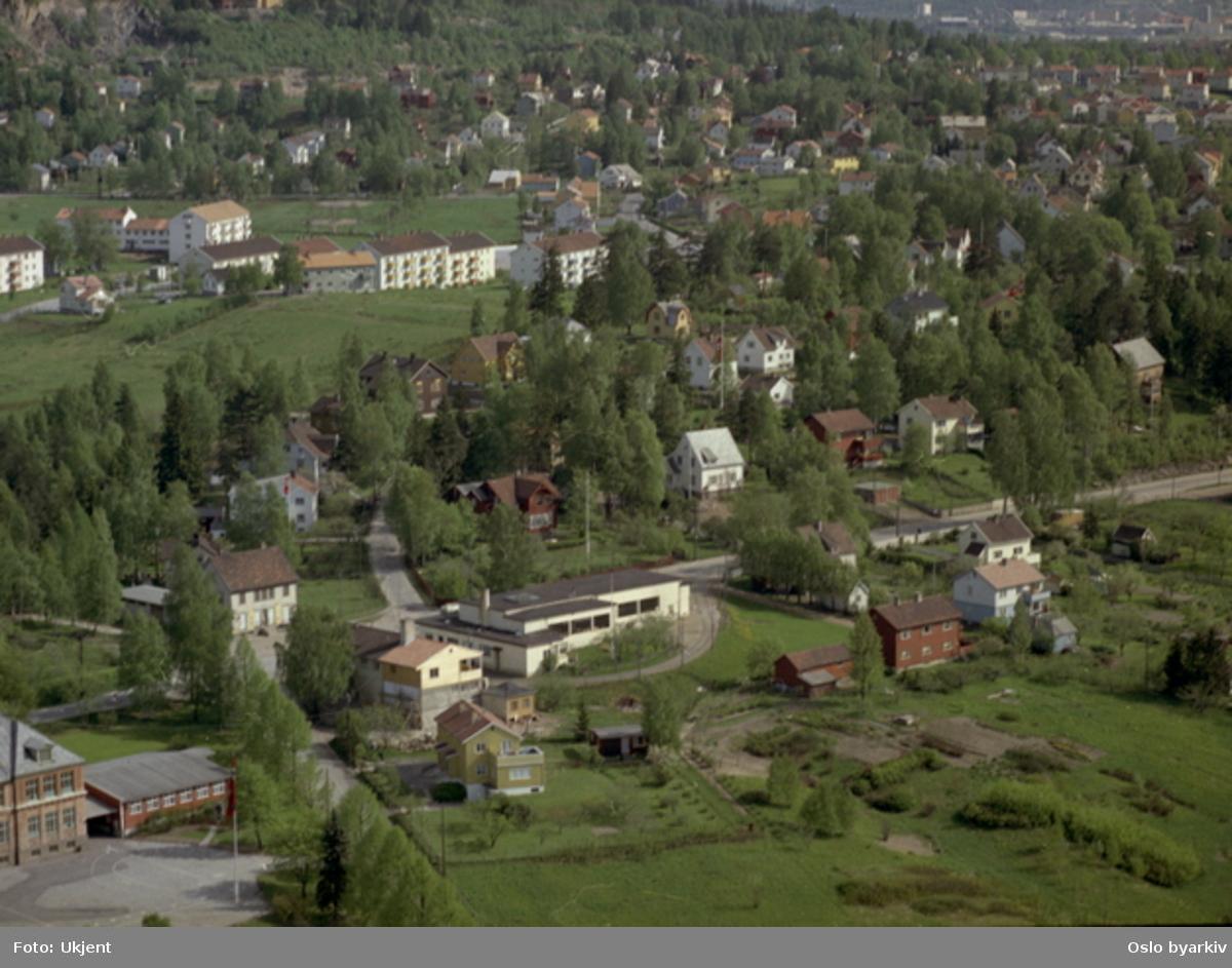 Kjelsås skole, Trikkesløyfa ved Endern. Midtoddveien, Asbjørnsens vei, Myrerdraget, Kjetils vei, Myrerveien (Flyfoto)