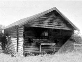 EKSTERIØR: BADSTUE, SKATTUM, REVET I 1970 ÅRA. VANG