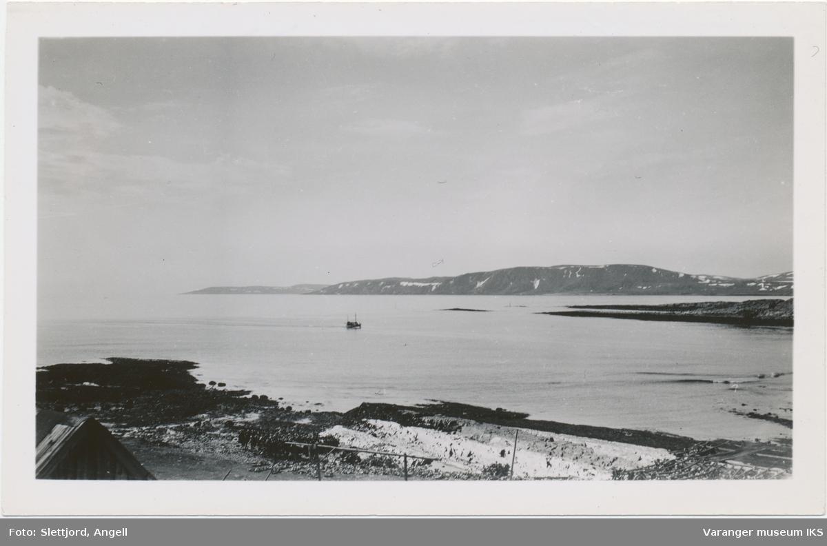 Båt på vei inn til Søndre Våg, mai 1937