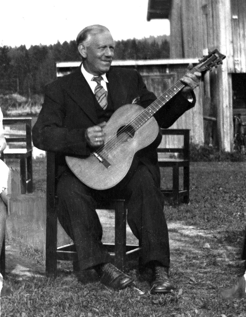 Mann med gitar