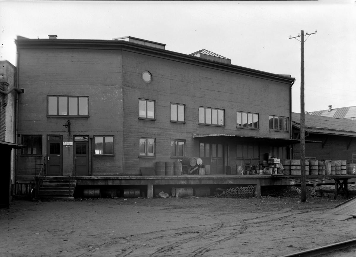 HALLS MØBELLAGER, HAMAR, 1942