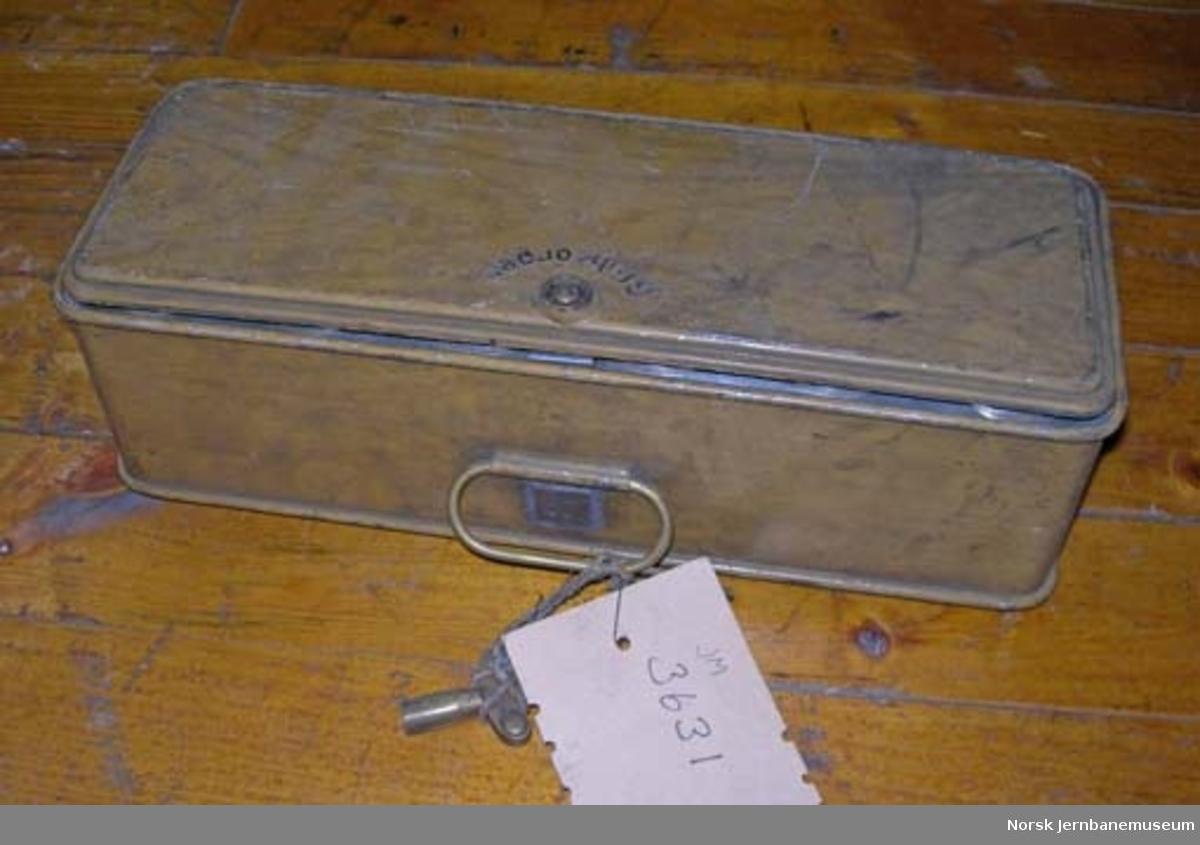 Karbidlampe : metalleske med utstyr