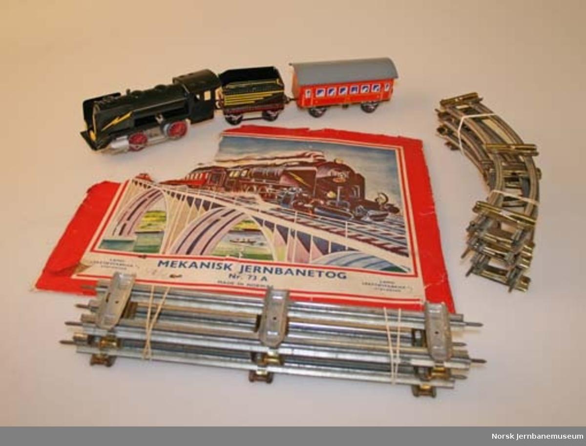 Leketog : damplokomotiv med en vogn og skinner