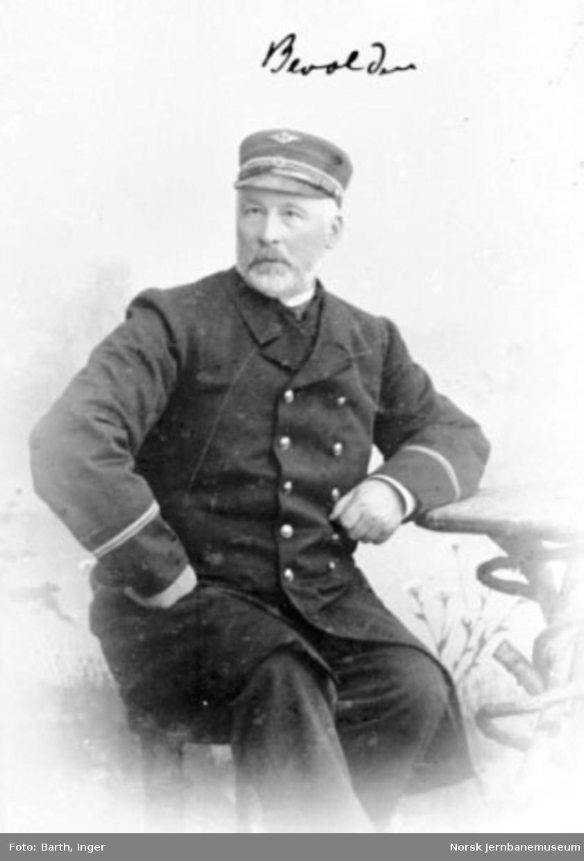 Portrett av stasjonsmester Simen Bevolden