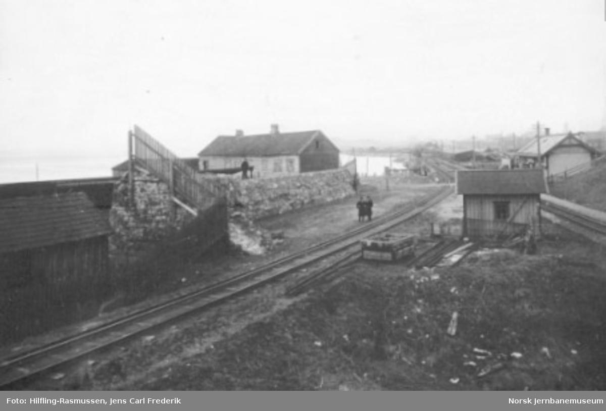 Fra Skansen sett mot Trondheim stasjon; tre-skinnesporet mot Ilsvika grener av til venstre