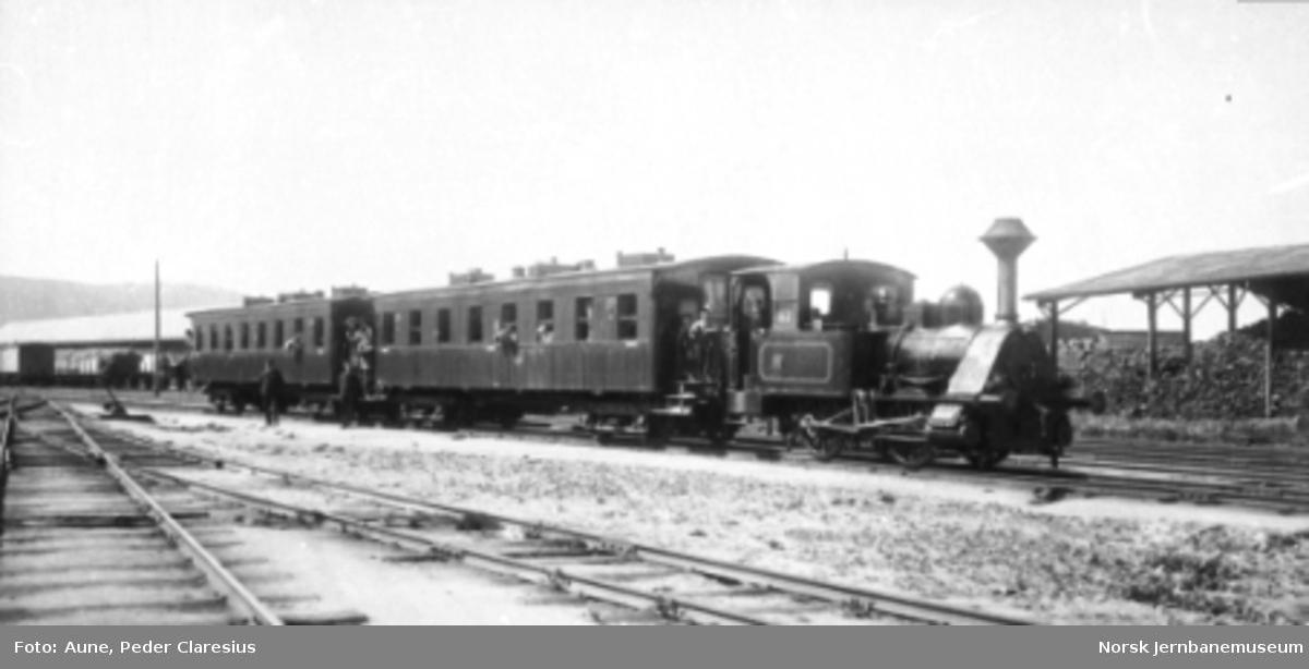 Meråkerbanens damplokomotiv type 8a nr. 59 med personvogner