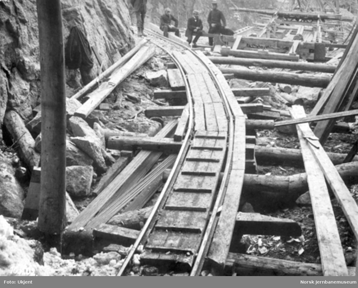 Byggingen av Norddalsbrua : Forankring i tunnelen ved søndre landkar