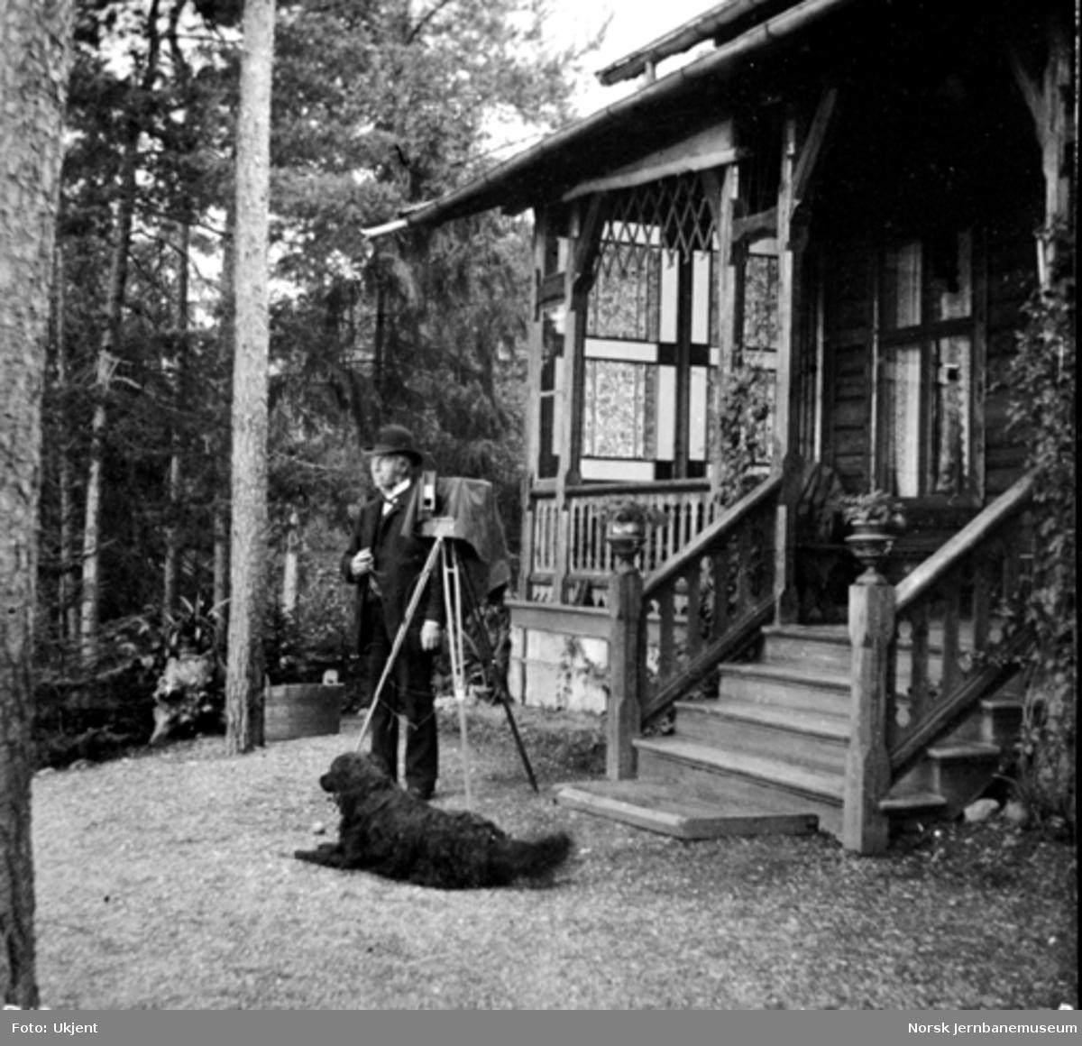 Carl Abraham Pihl med sin hund