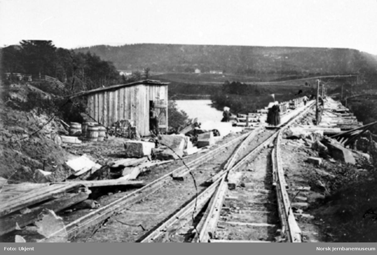 Bygging av ny Børke bru i 1865, foto nordfra med Brunel-sporveksel i forgrunnen