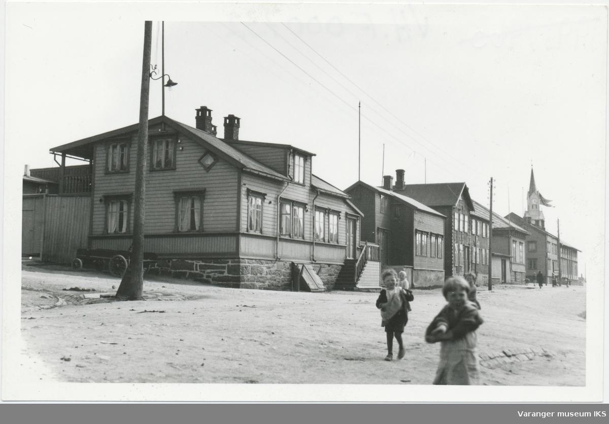 Barn i Nordre Langgate