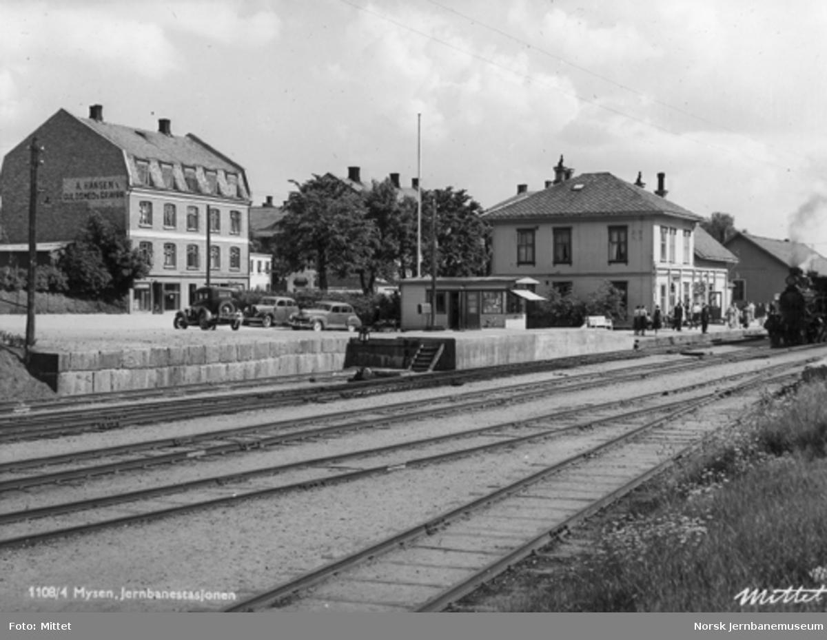 Mysen stasjon med tog i spor 2