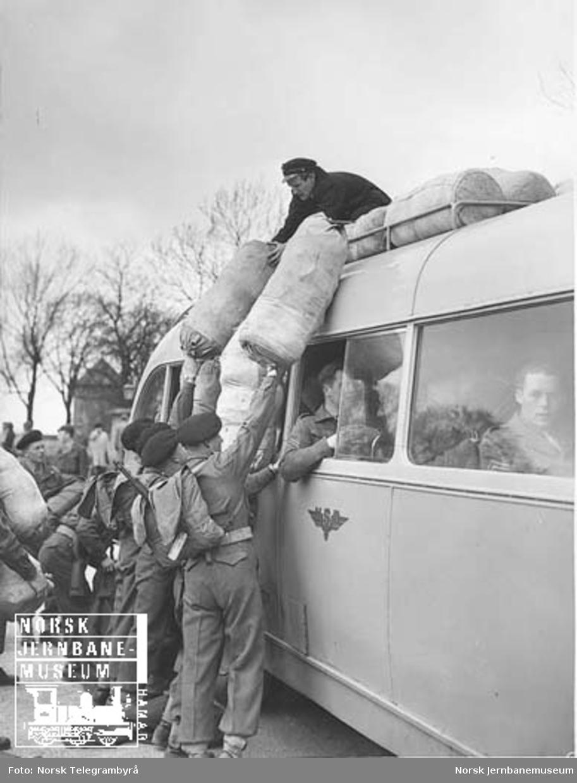 Busstransport av Tysklandsbrigaden fra Akershus til Trandum; opplessing på Akershus