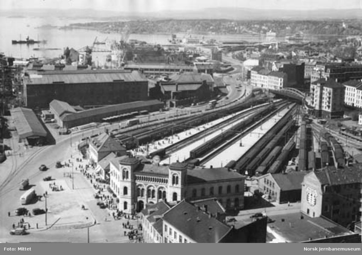 Oversiktsbilde over Oslo V, sett fra Rådhuset