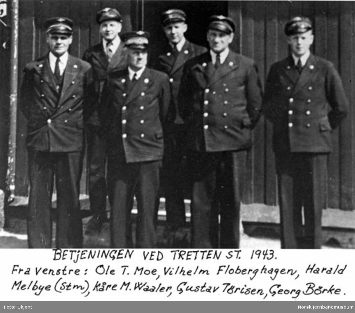 Gruppebilde av betjeningen ved Tretten stasjon