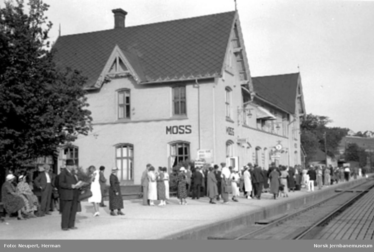 Reisende på Moss stasjon