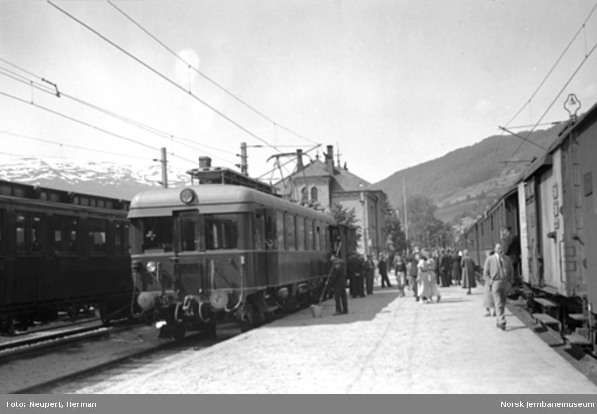Voss stasjon med toget til Granvin