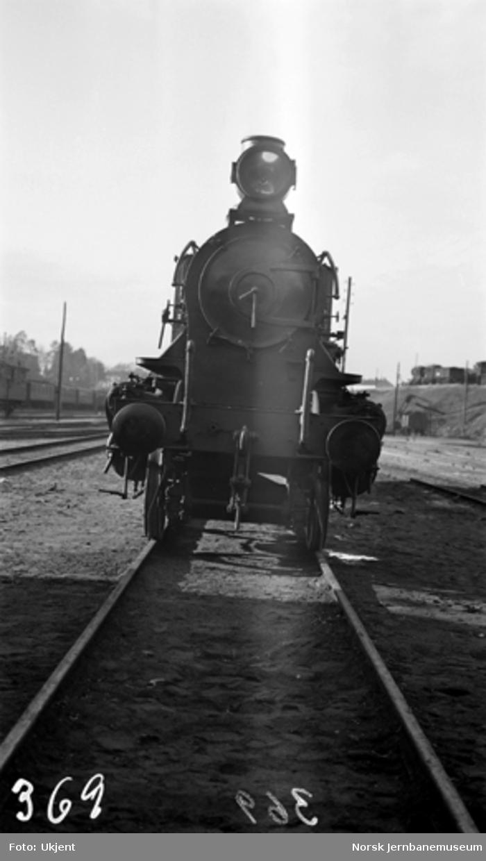 Damplokomotiv type 27b nr. 369 i Lodalen; sett forfra