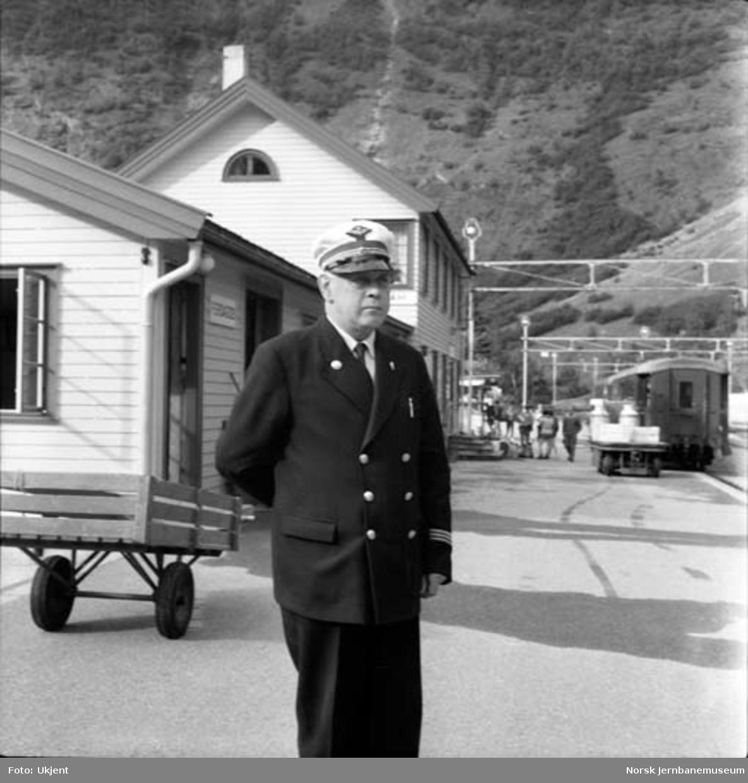 Stasjonsmester Torbjørn Svane, Flåm stasjon