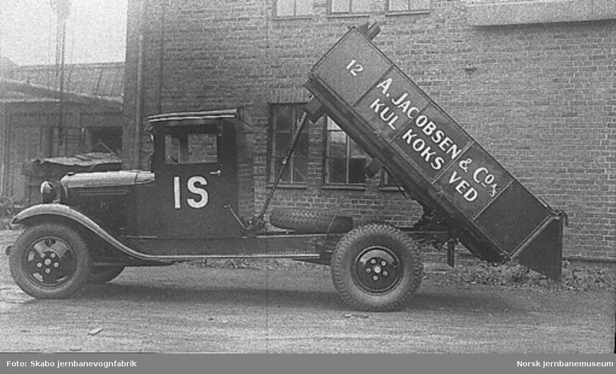 Lastebil, trolig Ford, til A. Jacobsen & Co. A/S