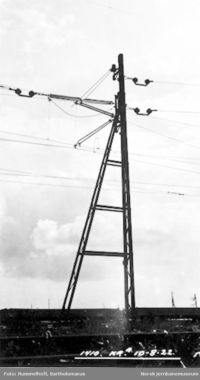 Drammenbanens elektrifisering : kontaktledningsmast på Oslo V