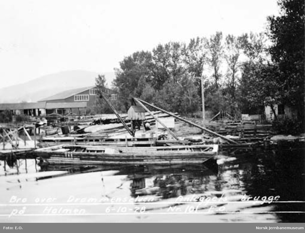 Ny Drammensbru : bruanleggets brygge på Holmen