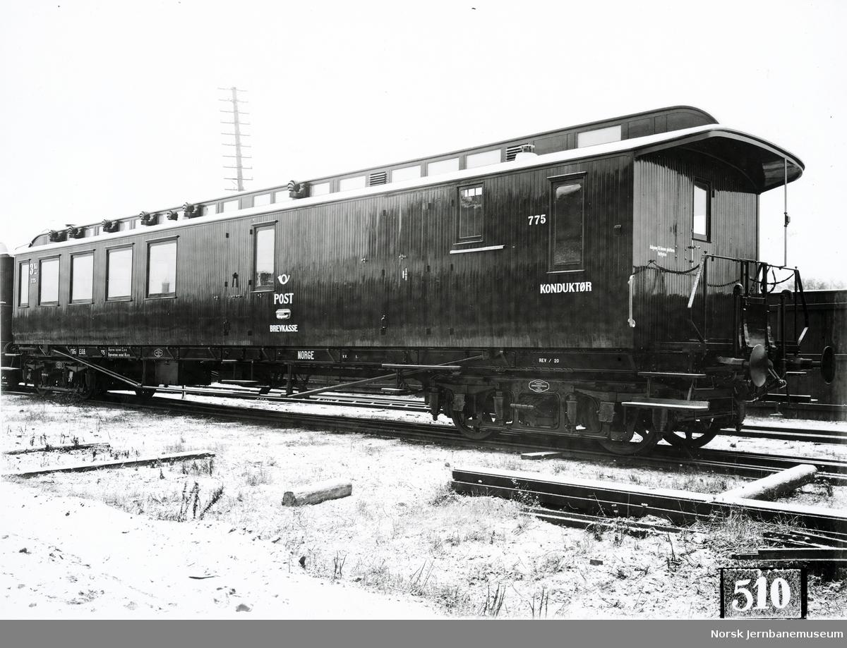Person-, post- og reisegodsvogn litra CDFo nr. 775 ved leveransen fra Svenska Järnvägsverkstaderna, Linköping