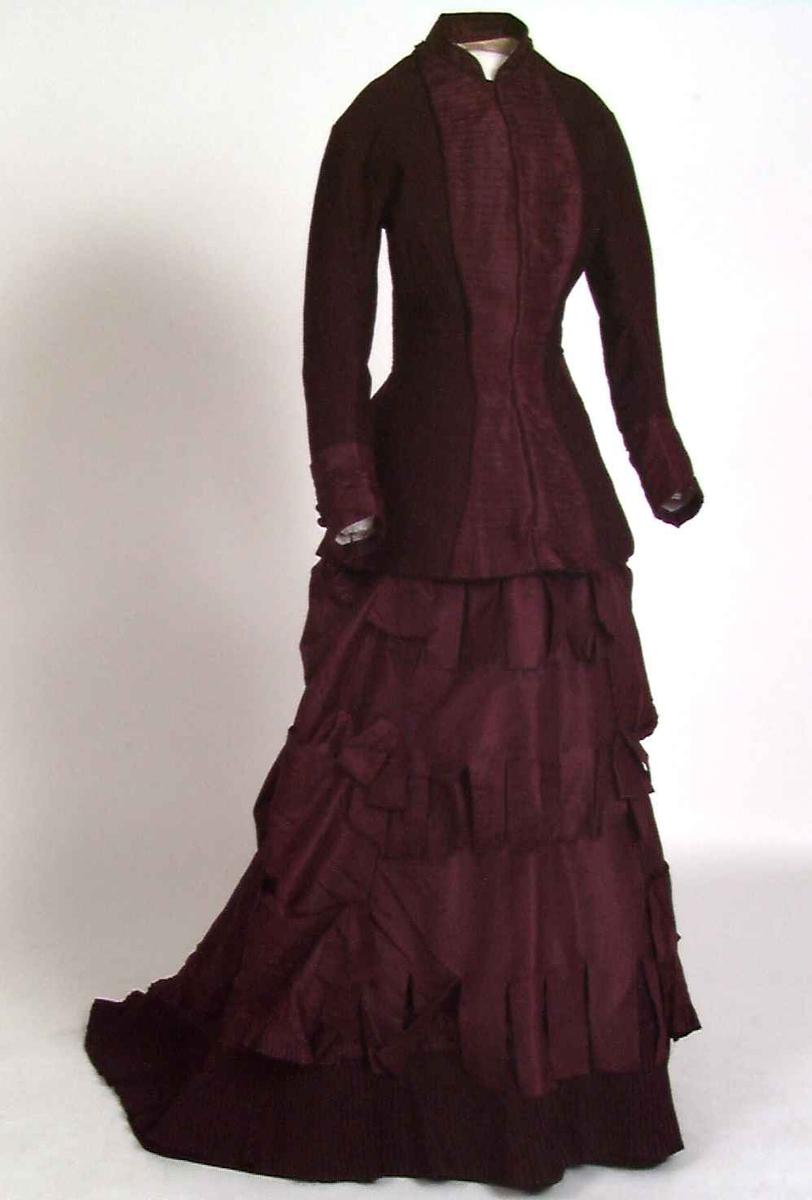 Kort kjole med et mykt skjørt
