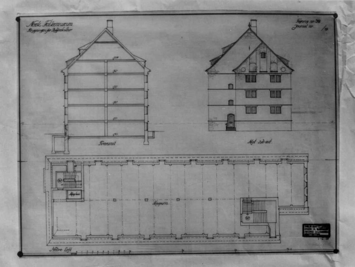 Plantegninger, fra 1925, fra arkitektene Bjercke og Eliassen. Utkast til nye museumsbygninger. Forslag til bygningen for bygdekultur. Tverrsnitt av hele bygningen og grunnplan av nedre loft.