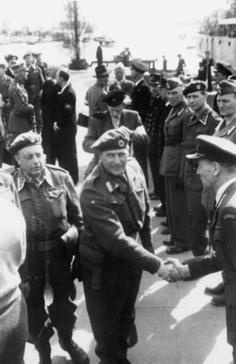 Fra Oslo under fredsdagene i 1945. Den 13.mai kommer Kronprins Olav tilbake.Fra mottagelsen på Honnørbrygga.