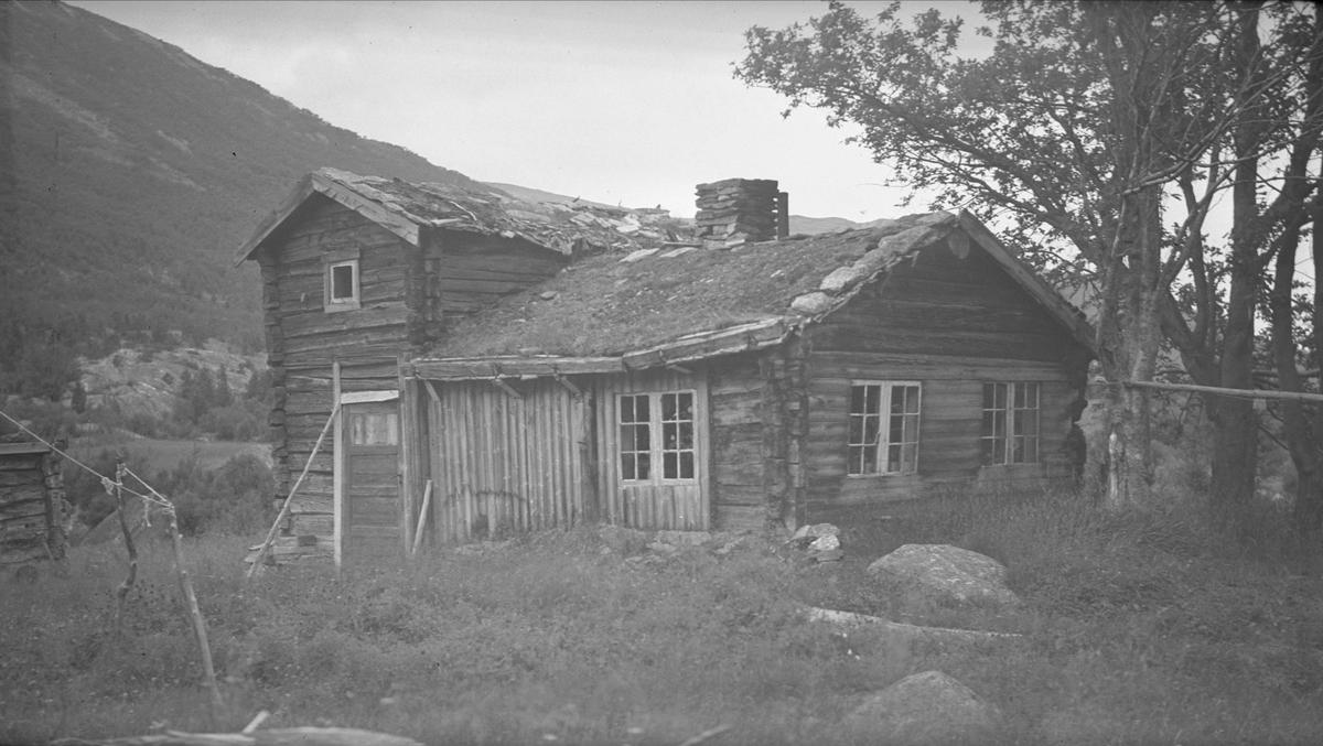 Oppstue, Isbrekka, Drivdalen, Oppdal, Sør-Trøndelag. Fotografert 1936. Fra album.