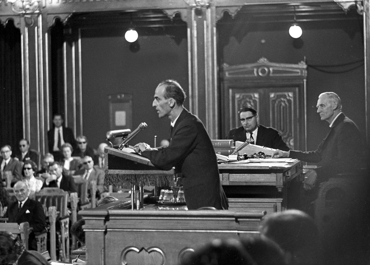 Serie. Kings Bay debatten i Stortinget, bla. John Lyng, Finn Gustavsen og Einar Gerhardsen. Fotografert august 1963.