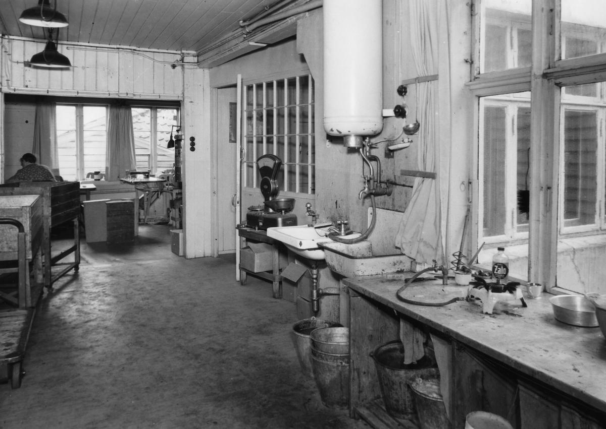 Interiørbilde fra P. Pedersen & Søns Tobaksfabrik i Stavanger.