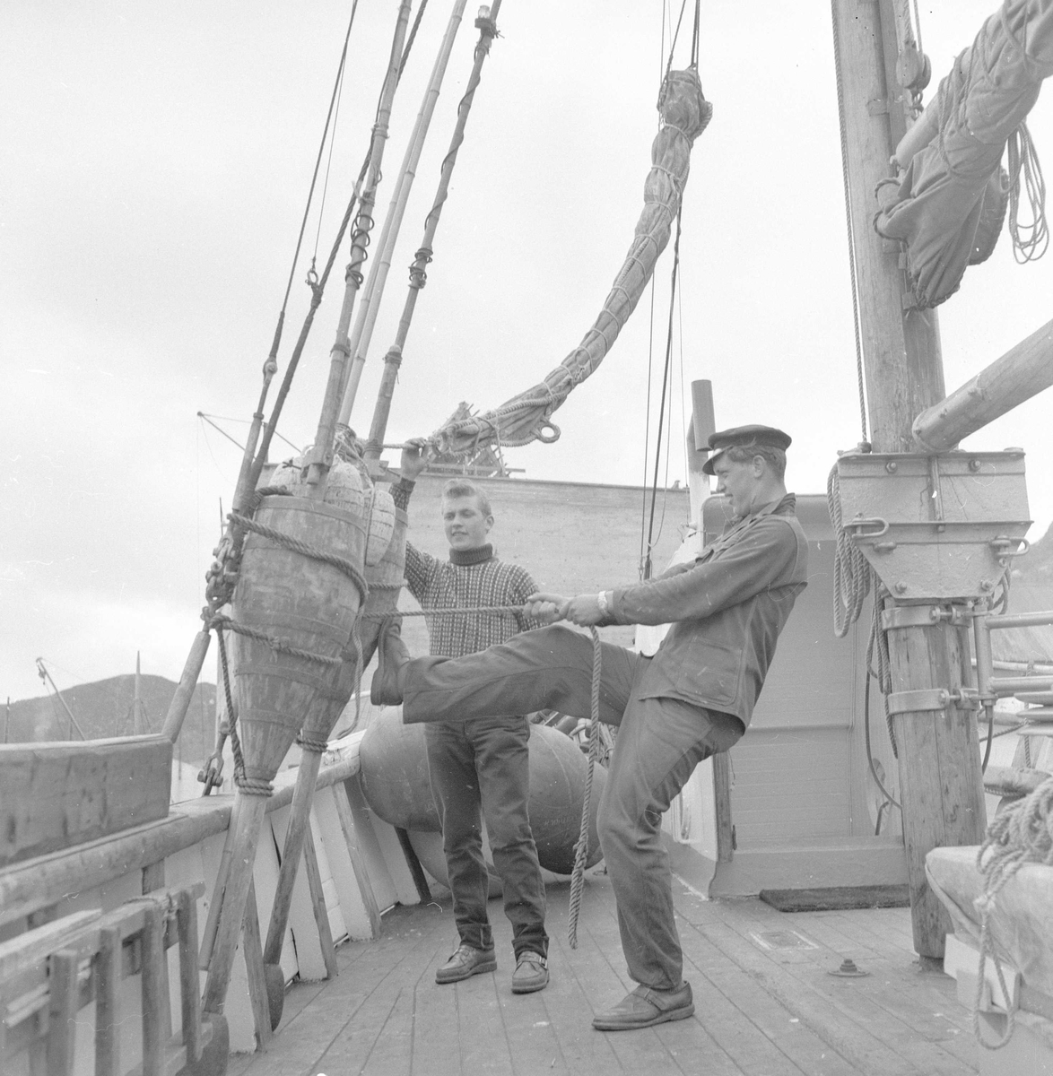 Pigghåfiske på Shetland.Shetland, 14-22. mai 1958, aktiviteter på dekk.
