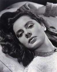 Porträtt av skådespelerskan Viveca Lindfors (1920-1995).